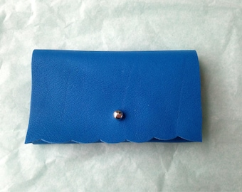 Card holder blue leather, silver clasp