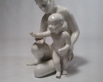 """Royal Dux Mother with a Child in beautiful condition 7-1/2"""" x x"""" x 4"""" - A Perfect Mother's Day Gift"""