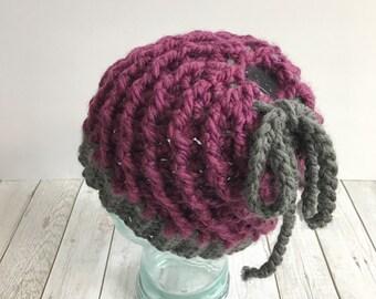 Messy bun beanie, burgandy messy bun beanie, messy bun hat, ponytail hat, chunky crochet ponytail beanie, crochet beanie
