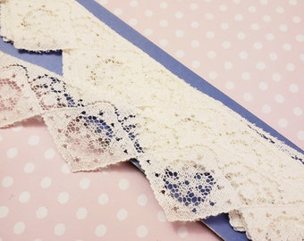 Pointed flat lace