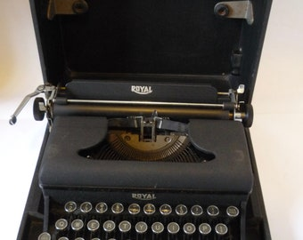 Royal Varsity Portable Typwriter 1940s  with carry case, For Service or Prop