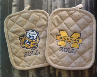Michigan U of M Wolverines Pot Holder Set of 2, College, Football, Gift Idea, Kitchen Decor, Wedding Bridal Gift, Fathers Mothers Day
