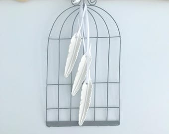 Grey metal cage and 3 feathers ceramic 15 x 29 cm