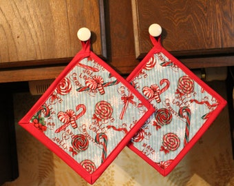 Set 2 Handcrafted Quilted Oversized Potholders Hotpads Trivets, Christmas Candy Shoppe