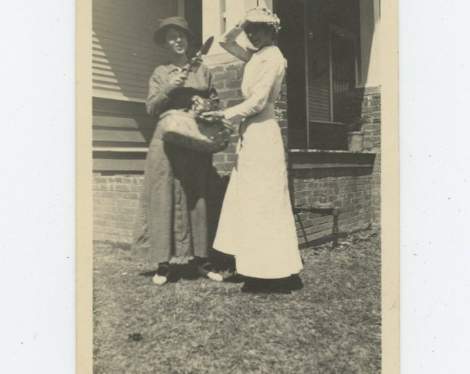 """Vintage Snapshot Photo, c1910s: """"Mamie & I had been out violet hunting when........""""[86689]"""