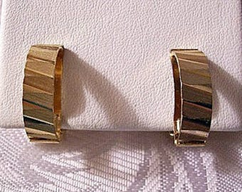 Etched Half Hoops Clip On Earrings Gold Tone Vintage Fine Slant Lined Diamond Cut Brushed Textured