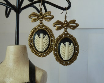ribcage cameo gothic earrings boucles d'oreilles camée cage thoracique gothique goth rockabilly pinup pin up psychobilly
