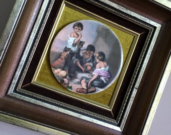 Framed Ceramic Plaque Mounted on Velvet. Round Ceramic Plaque Depicting Children Playing in Gilded Wooden Frame. ROP00671