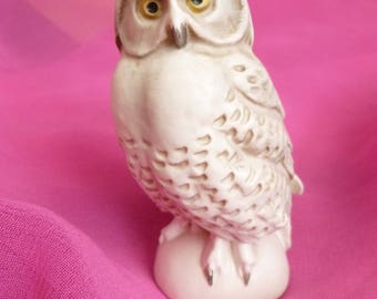Snowy Owl - White Owl - Vintage Goebel Owl - German White Owl - Feathered Friend - Perched Snow Owl - Barn Owl Figure - Bird Ornament