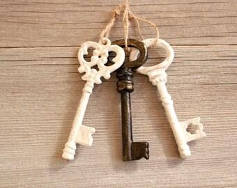 Shabby Chic Wedding Decorations . Skeleton Key to my heart . wedding keys favors . large key
