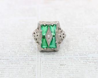 ANTIQUE 1920s Art Deco Emerald & Diamond 14K White Gold Filigree Ring