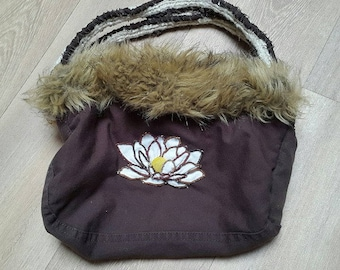 FLOWER LOTUS on hood in handbag