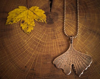 Ginkgo leaf rustic pendant, botanical jewelry, nature inspired delicate necklace, rustic style jewelry, ginkgo biloba, gift for her