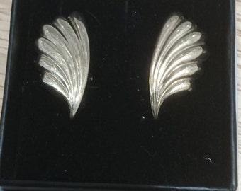 Vintage 9ct gold leaf design earrings