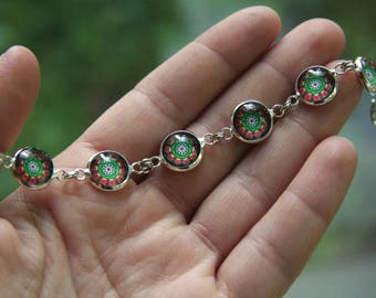 Beautiful green and red bracelet, green and red mandala bracelet, Christmas bracelet, Christmas gift, Elegant bracelet