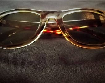 Vintage Women's Wayfarer Style Sunglasses by ROC Taiwan, Wayfarer Style Frame with Tortoise Pattern, Green Tinted Lens, New ( old stock )