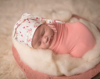 newborn knot hat - cream floral