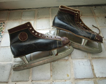 Vintage MC Inc. Beaver Canadian Hockey Ice Skates