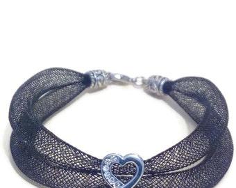 Romantic bracelet in black FishNet and heart Straße