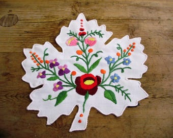 Vintage handmade Hungarian embroidered leaf doily,Kalocsa flower pattern