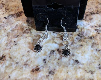 Dangle earrings - silver flowers with black crystal center