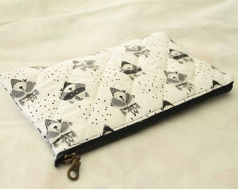 Clutch in quilted fabric Oeko-Tek to carry baby products, patterns raccoons