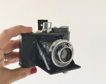 Rare Minion Black Body Folding Camera Unusual 4 x 5 Format Tokyo Kogaku 6cm 1:3.5 Lens Ca. Early 1940s, Rare Vintage Collectible Camera