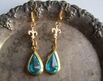 Fleur de Lis Earrings ./. Teal Drop Dangles ./. Pendants d'Oreilles ./. Festive Earrings ./. Drop Dangles ./. Delicate Earrings ./.