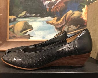 Vintage Women's Leather Cut Out Bandolino Peep Toe Wedge, Size 8 Made in Italy