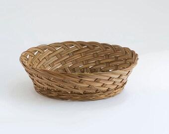 Vintage Medium Woven Wicker Basket / Wall hanging / Wall decor / Bohemian style decoration / Woven tray