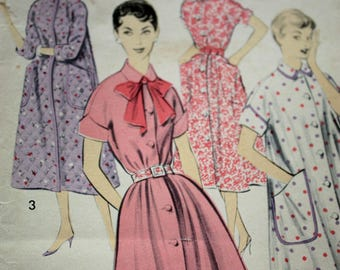 Lovely Vintage Housecoat Pattern---Advance 8230---Size 14  Bust 34