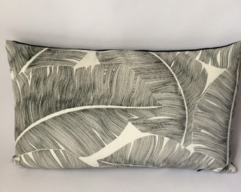 Cushion 1 black and white palm leaf 30 x 50