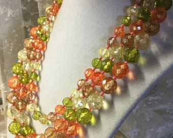 Herbst farbenen Lucite Perlen Multi-Strang-Kette unsigniert 1950 drei Strang facettierten Perlen Seed Bead Spacer feminin Tag Abend