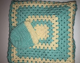 Crocheted Baby blanket and Hat Crochet Aquarium and Cream