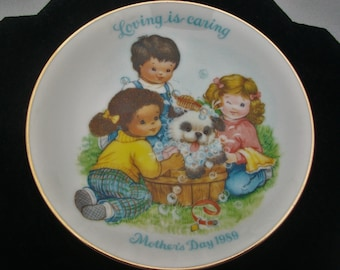 Vintage 1989 Avon Mothers Day Loving Is Caring Decorative Plate