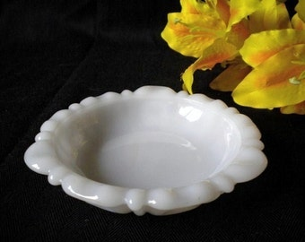 Vintage 5 1/2 Inch Milk Glass Soap Dish Spoon Rest Trinket Dish Ashtray Anchor Hocking Thumbprint Cottage Chic