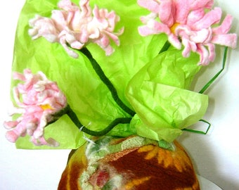 Vase and flowers in felted wool