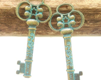 "Green Patina Key  TWO KEY Pendants Antique Bronze Pattern Hollow Carved 60mm(2 3/8"") x 25mm(1""),"