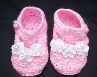 beautiful baby slippers from 1 to 6 months