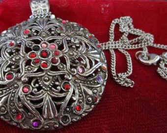 """vintage silvertone round 2""""pendant on 17"""" chain there are scattered stones on the pendant with a flower in centre"""