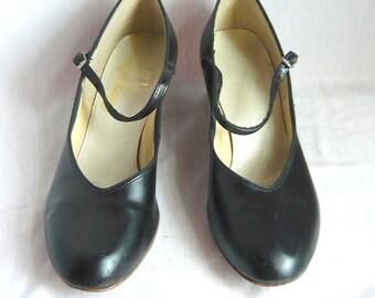 Vintage Mary Jane Dance Shoes with Leather Sole / size 8.5 m Eu 39 Uk 6 / Black Vinyl Pumps Salsa Ballroom / 1990s CHORUS LINE