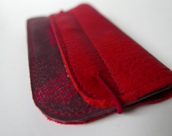 Wallet of red leather with silk screenprint