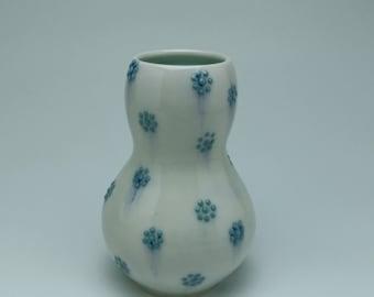 Green flower dot bud vase
