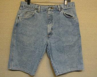 Vintage WRANGLER Light Blue Denim Jean Shorts Size 34 x 10 USA