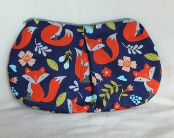 Fox clutch with zipper and pleat