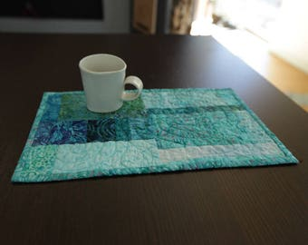 Modern Quilted Mug Rug Placemat Mini Quilt Home Office Decor Turquoise Fabric Art Quilt Snack Lunch Mat Hostess Gift for Her Table Kitchen