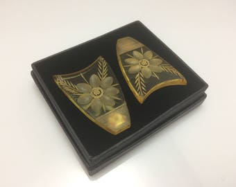 Pair of vintage art deco apple juice bakelite carved shield shaped floral dress clips c. 1930s (simichrome tested)