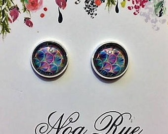 Rainbow Scallop 10mm Stud Earrings