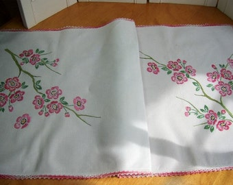 Vintage Dresser or Table Runner -  Gorgeous pink appleblossoms - HM Crochet