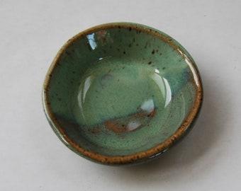 Handmade Pottery Petite Ring Dish, Pottery Petite Prep Bowl, Ceramic Spice Bowl, Stoneware Ring Dish, Pottery Salt Dish, Ceramic Ring Dish